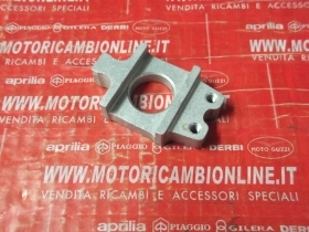 Pattino Tendicatena Sinistra Aprilia Capo Nord codice B046077